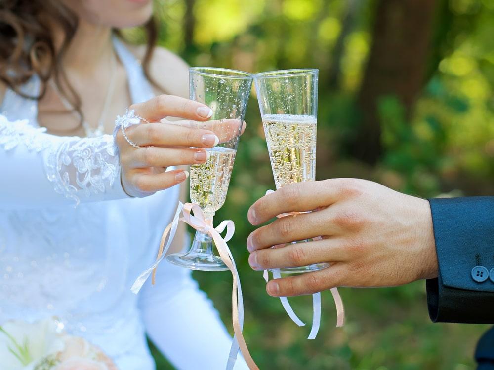 Хрустальные бокалы на свадьбу: доступные цены в интернет магазине Hrustal-mag.ru.